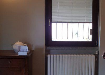 Serramento in pvc finitura legno con veneziana motorizzata radiocomandata interno vetro – settembre 2019
